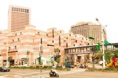 Chiuda su di costruzione arancio vicino a Taipei 101 in Taiwan Immagini Stock Libere da Diritti