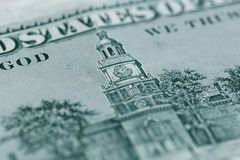 Chiuda su di 100 dollari di fattura nella valuta degli Stati Uniti Immagine Stock
