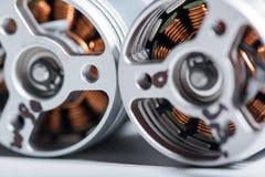 Chiuda su di due dettagli dell'armatura del motore Fotografia Stock
