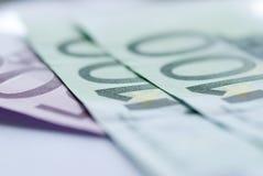 Chiuda in su di euro fatture Fotografie Stock Libere da Diritti
