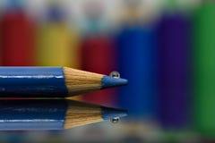 Chiuda su di goccia II delle matite fotografia stock