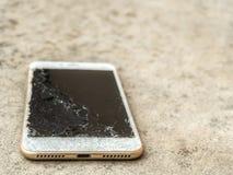 Chiuda su di goccia rotta del telefono cellulare Fotografie Stock Libere da Diritti