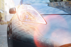 Chiuda su di grande faro d'ardore luminoso di un'automobile Fotografia Stock Libera da Diritti