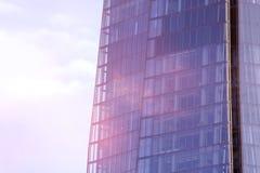 Chiuda su di & x27; Lo Shard& x27; un giorno nuvoloso Fotografie Stock