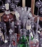 Chiuda su di magia imbottiglia il laboratorio dell'alchemia immagine stock libera da diritti