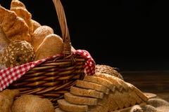 Chiuda su di pane al forno con il canestro Fotografia Stock Libera da Diritti