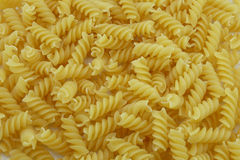Chiuda su di pasta a spirale italiana cruda usata come fondo Fotografie Stock Libere da Diritti