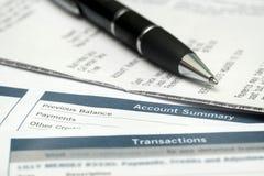 Chiuda su di Pen And Bank Statements Immagine Stock