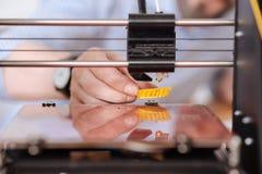 Chiuda su di piccolo modello di giallo 3d Fotografia Stock Libera da Diritti
