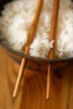 Chiuda in su di riso in una ciotola con le bacchette Fotografia Stock Libera da Diritti