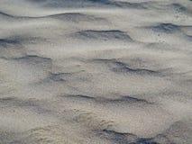Chiuda su di terra sabbiosa piana sembrante naturale sulla spiaggia immagini stock