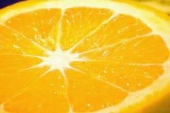 Chiuda su di un'arancia succosa piacevole. Immagini Stock