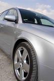 Chiuda in su di un'automobile d'argento Fotografie Stock Libere da Diritti