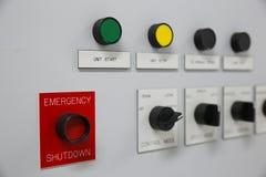 Chiuda su di un contatore elettrico, i metri di impianto elettrico per un complesso condominiale o un petrolio marino e un impian immagine stock libera da diritti