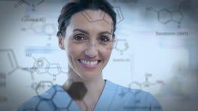 Chiuda su di un legame dei prodotti chimici e della donna archivi video