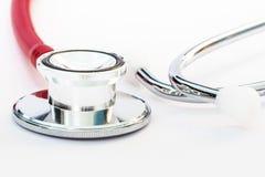 Chiuda su di un pezzo dell'orecchio e dello stetoscopio Immagini Stock Libere da Diritti