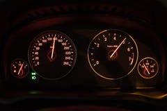 Chiuda su di un tachimetro dell'automobile Fotografie Stock Libere da Diritti