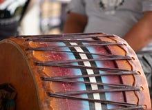 Chiuda su di un tamburo tradizionale del prigioniero di guerra wow immagini stock libere da diritti