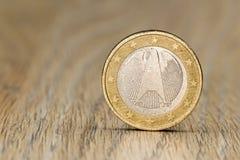 Chiuda su di un'una euro moneta tedesca Fotografia Stock Libera da Diritti