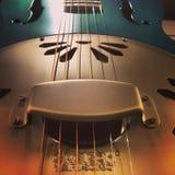 Chiuda su di una chitarra di chitarra resofonica Fotografie Stock