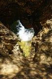 Chiuda su di una lacuna unicamente a forma di creata nelle formazioni rocciose Immagini Stock