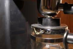 Chiuda su di una macchina di caffè espresso Fotografia Stock Libera da Diritti