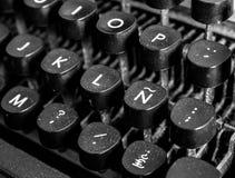 Chiuda su di una macchina da scrivere fotografie stock
