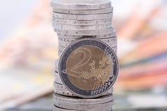 Chiuda su di una moneta dell'euro due Fotografia Stock Libera da Diritti