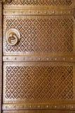 Chiuda su di una porta in Rajendra Pol, il palazzo della città di Jaipur, Rajastha immagini stock