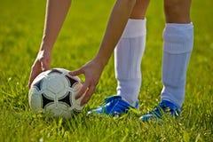 Chiuda in su di una sfera di calcio Fotografia Stock