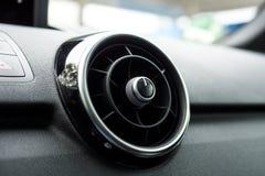 Chiuda su di una ventilazione rotonda dell'automobile Immagine Stock Libera da Diritti