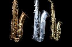 Chiuda su di uno stare di tre sassofoni Fotografia Stock Libera da Diritti