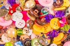 Chiuda su di vecchi e nuovi bottoni Immagini Stock Libere da Diritti