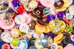 Chiuda su di vecchi e nuovi bottoni Fotografia Stock Libera da Diritti