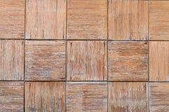 Chiuda su di vecchi pannelli di legno grigi del recinto Fotografie Stock