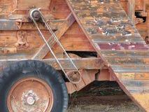 Chiuda su di vecchia mietitrice di legno su un'azienda agricola in Toscana Italia fotografia stock