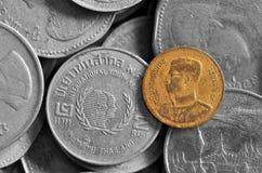 Chiuda su di vecchie monete di baht tailandese Fotografia Stock Libera da Diritti