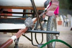 Chiuda su di vecchio carretto del cavallo Immagini Stock