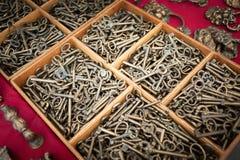 Chiuda su di vecchio digita l'esposizione di legno Fotografie Stock Libere da Diritti