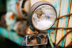 Chiuda su di vecchio retro faro d'annata delle automobili Fotografie Stock Libere da Diritti