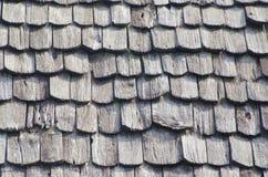 Chiuda su di vecchio tetto di legno marrone Immagini Stock