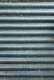 Chiuda su di vecchio tetto ondulato dello strato Fotografie Stock Libere da Diritti