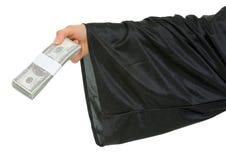 Chiuda in su a disposizione dell'allievo di graduazione con il pacchetto o Immagine Stock