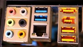 Chiuda su hardware Scheda madre con il video video d archivio