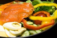 Chiuda su insalata di color salmone Immagini Stock