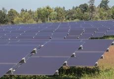 Chiuda su matrice delle pile solari del film sottile o delle cellule solari al silicio amorfe in centrale elettrica solare Immagine Stock Libera da Diritti