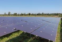 Chiuda su matrice delle pile solari del film sottile o delle cellule solari al silicio amorfe in centrale elettrica solare Fotografie Stock Libere da Diritti