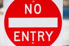 Chiuda su nessuna proprietà all'aperto del segno dell'entrata Fotografia Stock