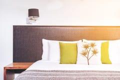 Chiuda su progettazione della testata del letto nell'interno della camera da letto Immagine Stock Libera da Diritti