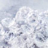 Chiuda su struttura dei cubi di ghiaccio tritato fotografie stock